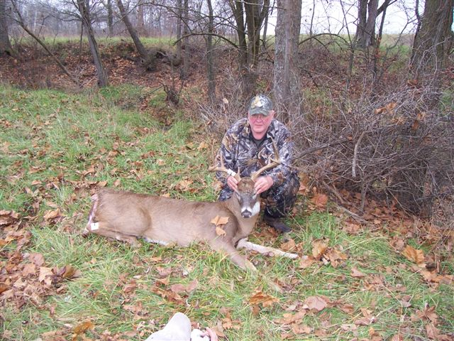 ILLINOIS BOW KILL/ wonder what that leaf is covering up